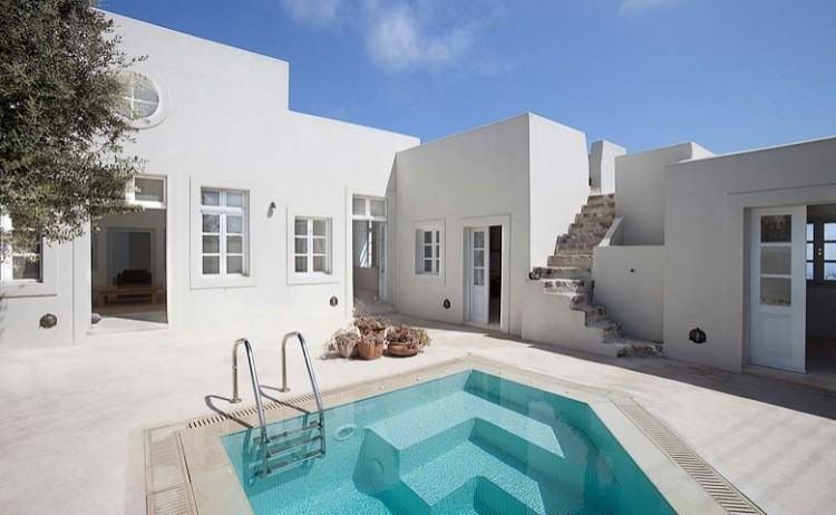 Standard Apartments in Santorini