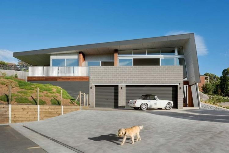 This sloped roof on this modern house helps collect rain water and shields  the interior of the home from the harsh Australian heat