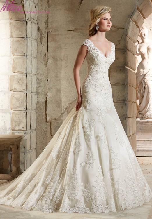 Elegant Lace Appliques Cap Sleeves Chiffon Wedding Dresses With Leg  Slit