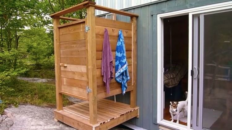showers simple  outdoor