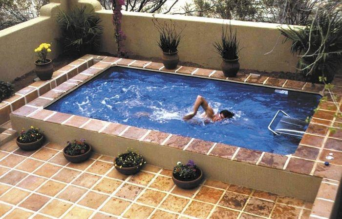 An attached raised spa is elevated above the pool; the elevation is usually  anywhere from 6 inches to 18 inches, though 12 inches and 18 inches are  most