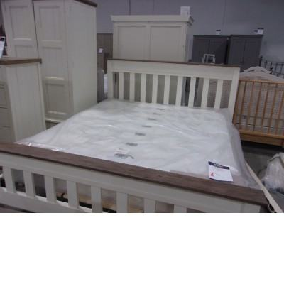 Bed and bedroom set excellent condition