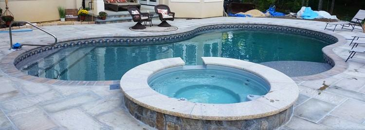 Lovely kidney shaped pool with raise spa and diving rock