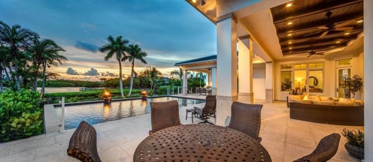 have your friends and family gathering around to enjoy your outdoor  living area