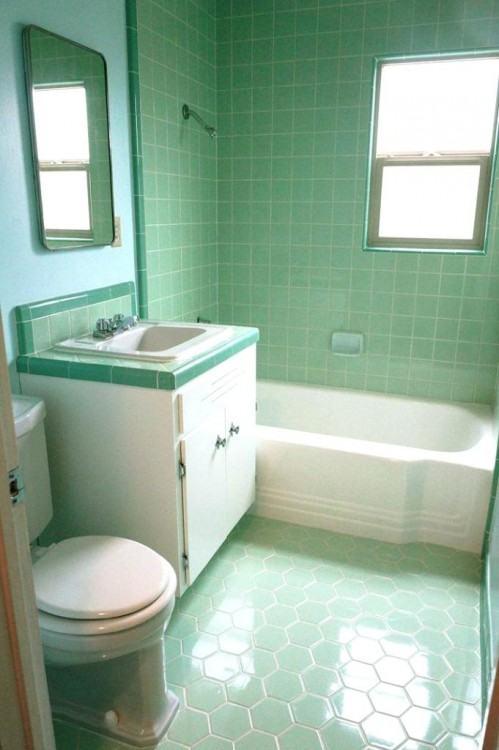 small vintage bathroom