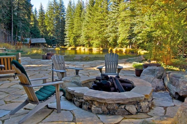 We are experts in outdoor living spaces utilizing hardscape and