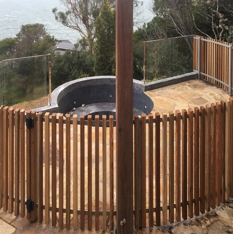 Here in Normanhurst our team did combination of glass & aluminium pool fence