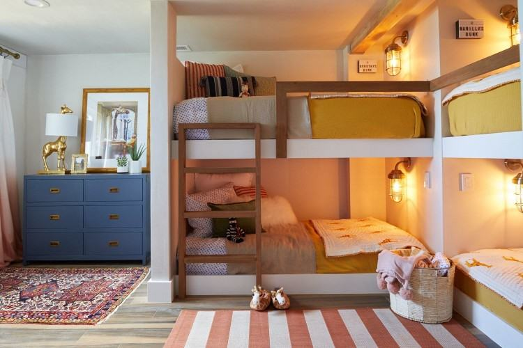 Today we have chosen the problematic topic of small bedrooms and the issues  such a space can raise when it comes to its decoration