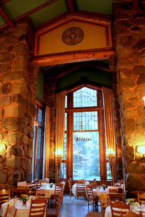 Photo taken at The Majestic Yosemite Dining Room by hooeyspewer