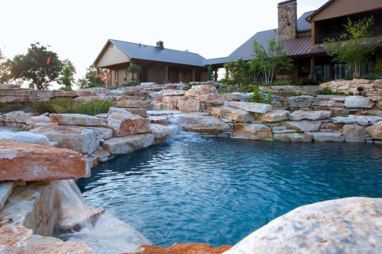 This project  contains a recreation pool and diving pool with large tanning ledge with an