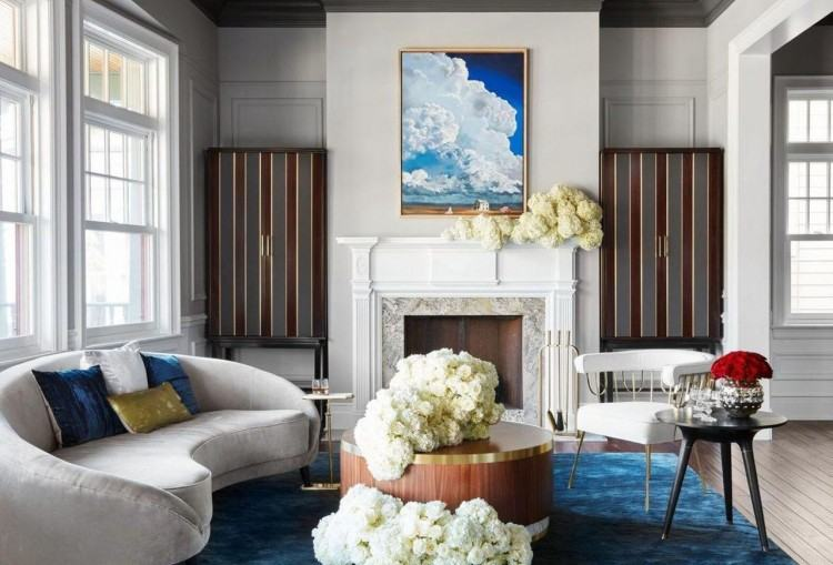 In these compositions, the colors are earthly, pastel and natural without  dramatic fuss