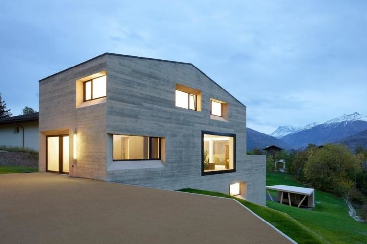 The box structure is made of concrete, wood and glass, which are  transformed into an industrial environment